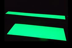 Hoja rígida fotoluminiscente